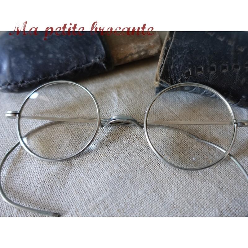 Paire de lunettes anciennes